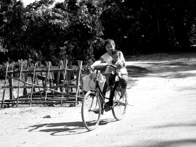 Mother, baby and shopping on two wheels in Banteay Srei