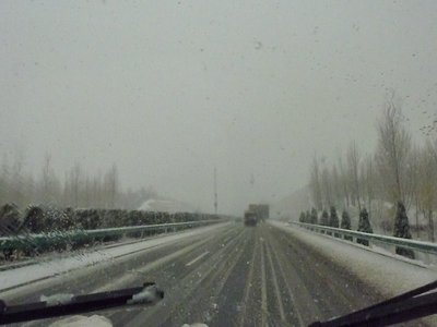 Snowy road on the way to Luoyang!
