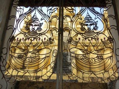 Tat Luang temple