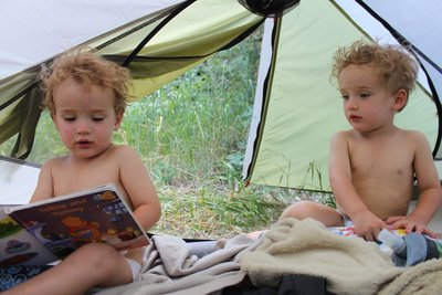 *s:d reading books tent