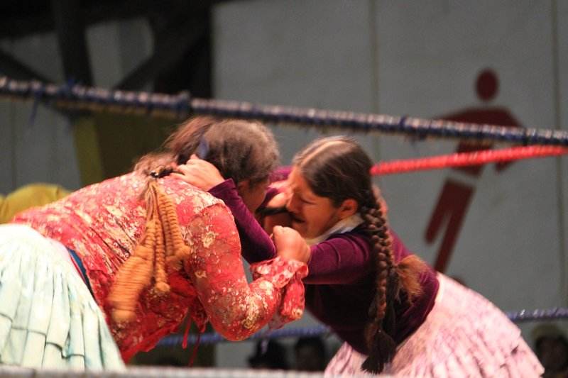 women wrestle