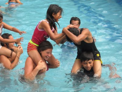 Playing in the pool with the Acuario kids