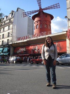 Jennifer in front of the Moulin Rouge.  Voulez vous coucher avec moi ce soir?