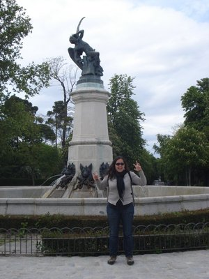 Jennifer with the statue of the Ángel caído (Lucifer) at the Parque del Buen Retiro, Madrid.  The statue is exactly 666 meters above sea level.