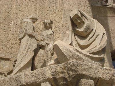 Statues mourning the death of Christ, La Sagrada Familia