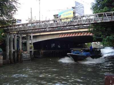 Bangkok River Taxi--our preferred method of travel--only 9 baht/person!