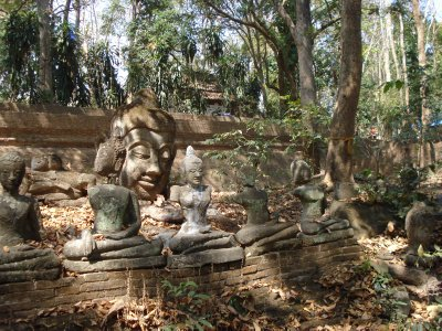 Buddhas in the forest - Wag U Mong