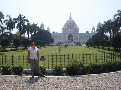 Jennifer with the Victoria Memorial