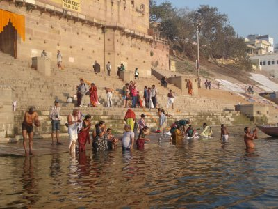 Morning bathing in the Ganges
