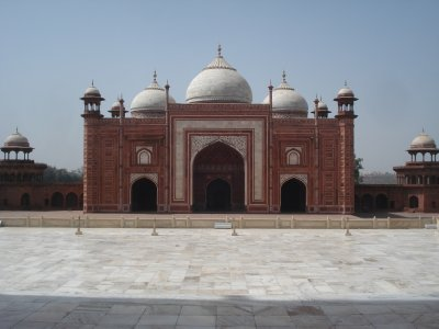Palace just to the East of the Taj; accomodation for the laborers who built it.