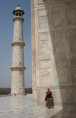 A few minutes later...the sun moves fast around the angles of the Taj