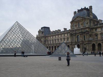 Jennifer outside of the Louvre