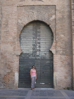 Jennifer with a typical Arabic doorway in Sevilla