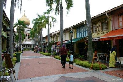 Afternoon stroll on Bussorah Street