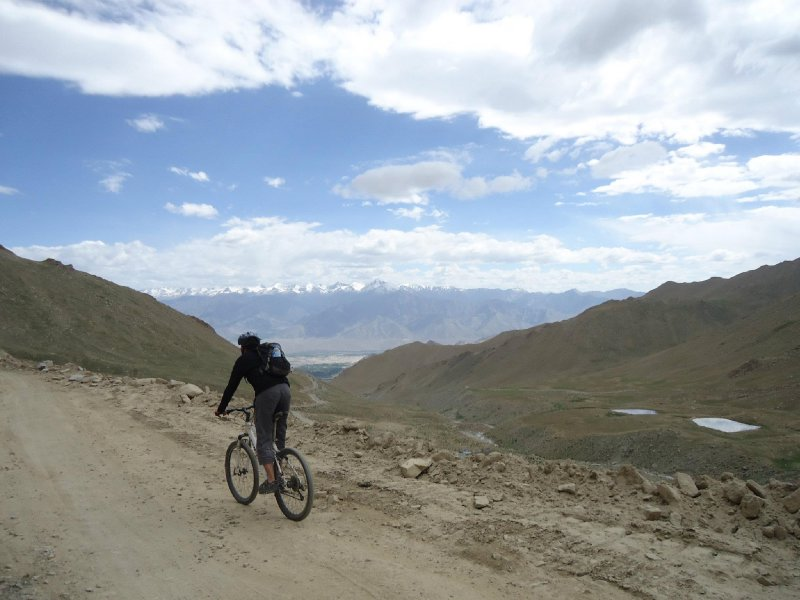 Cycling down the highest pass in the world