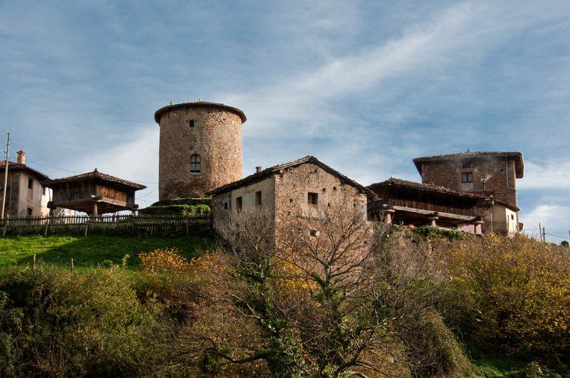 Torre medieval y Palacio de Banduxu (Bandujo)