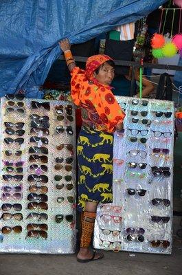 Kuna Indiaan met zonnebrillen