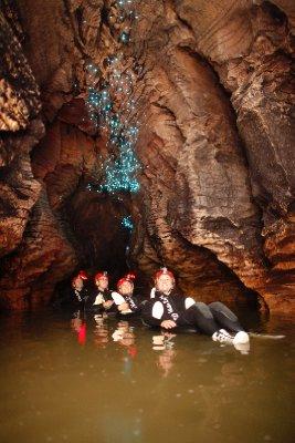 DW_1_Labyrinth_Group_Floating under glowworms