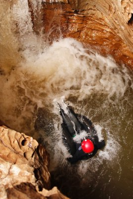 DW_2_Labyrinth_Guy_Jumping off waterfall