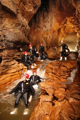 DW_4_Labyrinth_Group_Floating and climbing over rocks
