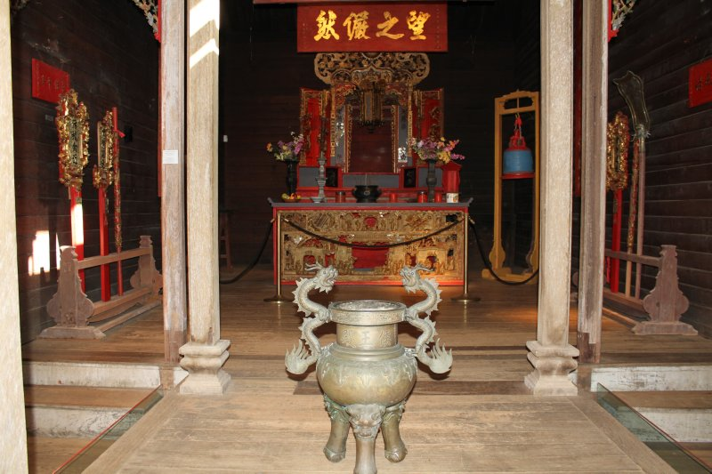 Inside Hou Wang Temple