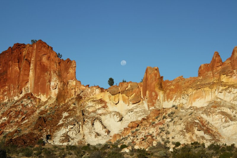 Rainbow Valley moonrise