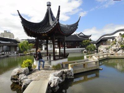 Der lohnende Ausflug in den chinesischen Garten... 5 Minuten <img class='img' src='http://www.travellerspoint.com/Emoticons/icon_smile.gif' width='15' height='15' alt=':)' title='' />