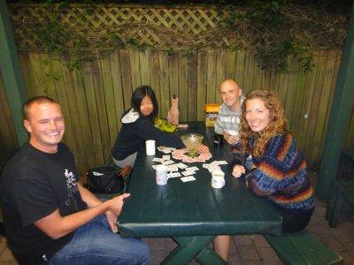 Kim (Südkorea), Michael (Deutschland), Ryan (England) und Sydney (USA)