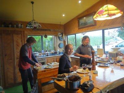 Beim Abendessen kochen...