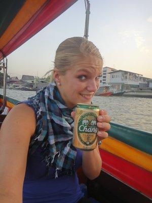 Mein erstes thailändisches Bier <img class='img' src='http://www.travellerspoint.com/Emoticons/icon_wink.gif' width='15' height='15' alt=';)' title='' />