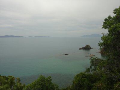 Die Aussicht von Koh Ku Dee...wenigstens hat sich das raufkrakseln gelohnt <img class='img' src='http://www.travellerspoint.com/Emoticons/icon_smile.gif' width='15' height='15' alt=':)' title='' />