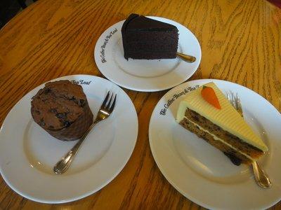 Kleine Zwischenverpflegung... Carot Cake für mich...fast so gut wie in NZ <img class='img' src='http://www.travellerspoint.com/Emoticons/icon_smile.gif' width='15' height='15' alt=':)' title='' />