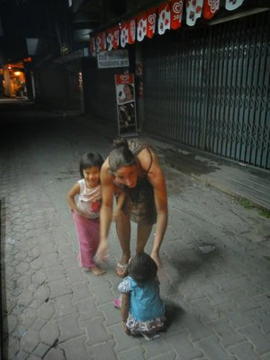 Andrea mit den Kinderli <img class='img' src='http://www.travellerspoint.com/Emoticons/icon_smile.gif' width='15' height='15' alt=':)' title='' />