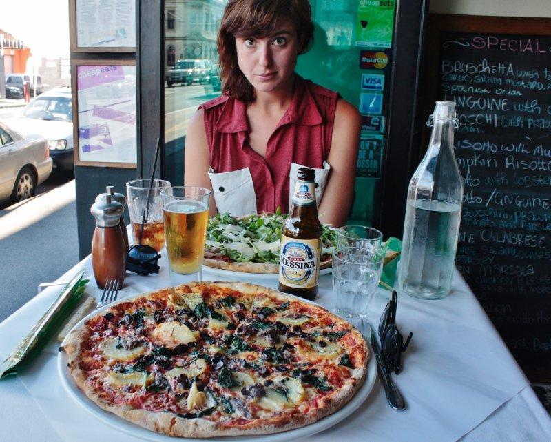in La Porcetta krijg je naar Australische normen redelijk geprijsde pizza's die gigantisch en lekker zijn!
