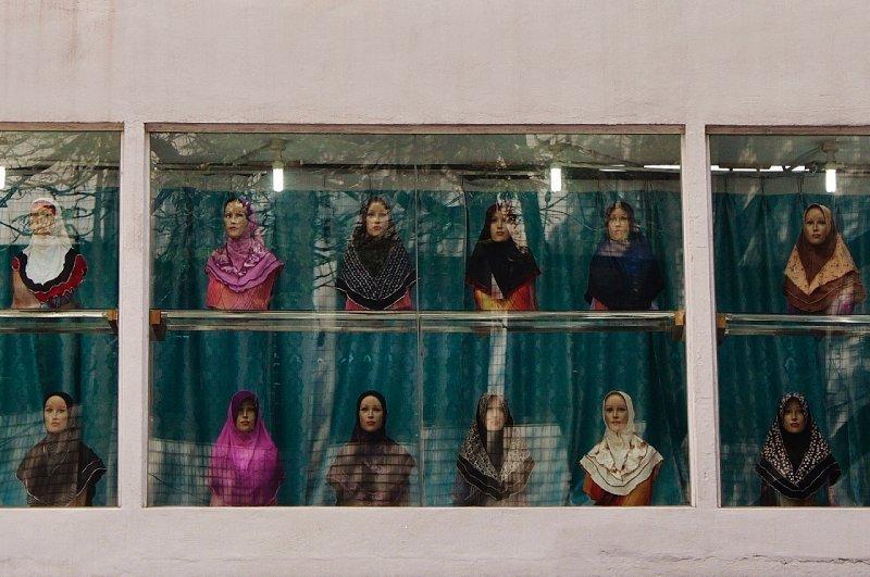 kleurrijke kledingwinkels voor moslima's vind je hier overal