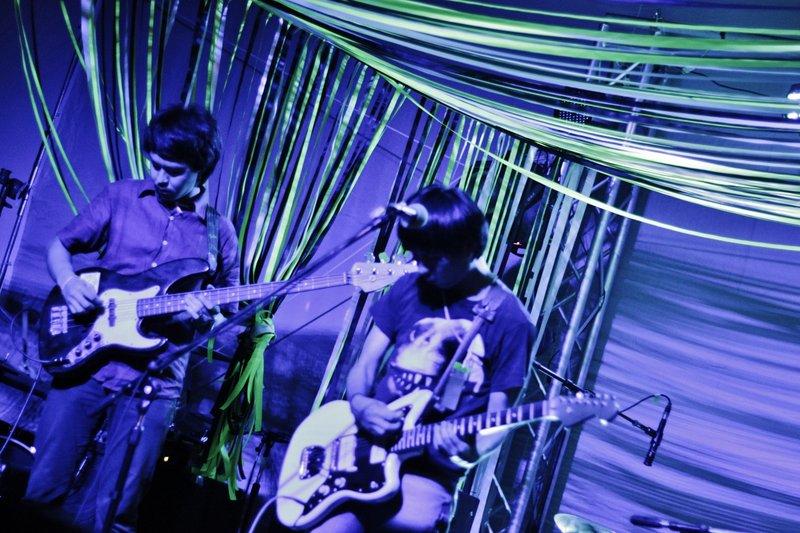 gitarist en bassist van het Japanse Desktop Error