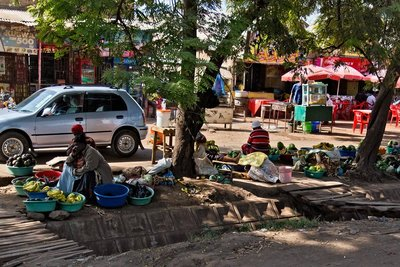 Makuyuni Market 12-1