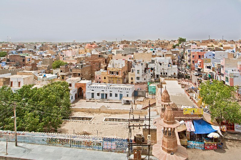 large_Bikaner_fr..in_Temple_2.jpg