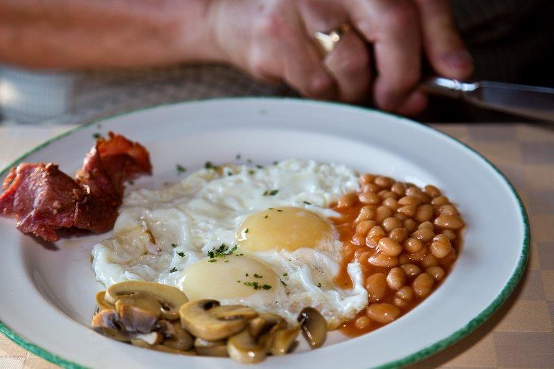 large_Breakfast_at_Ndutu_Lodge.jpg