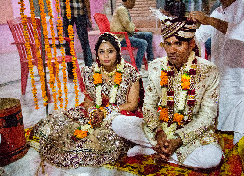 large_Bride_and_..de_Mandap_1.jpg
