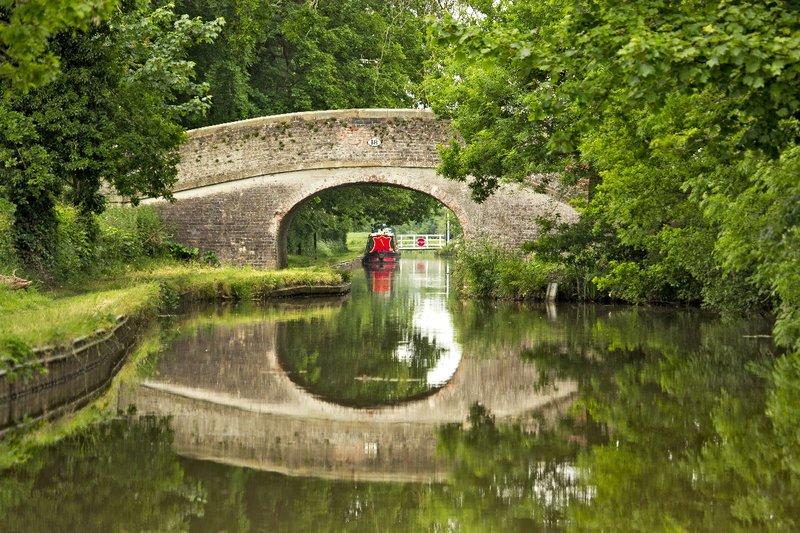 large_Bridge_on_..len_Canal_1.jpg