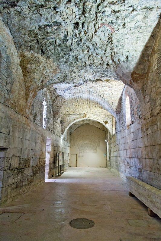 large_Cellars_of..s_palace_11.jpg