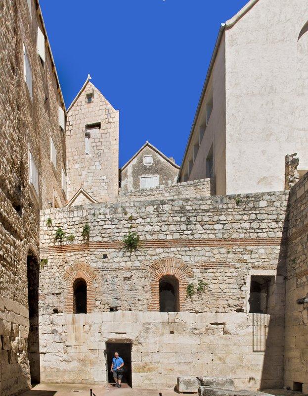 large_Cellars_of..s_palace_15.jpg