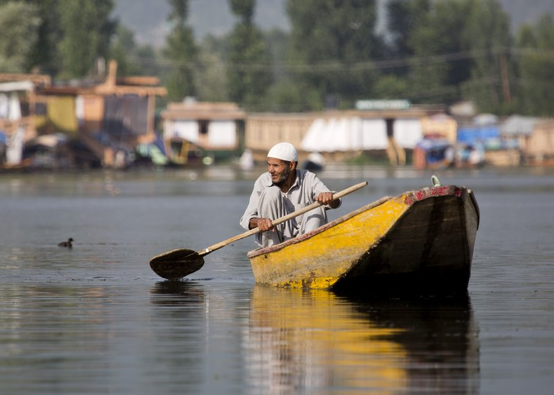 large_Dal_Lake_1.jpg