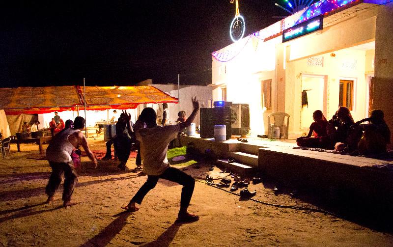 large_Dancing_4.jpg