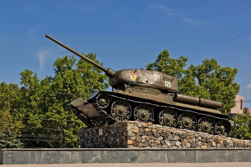 large_Glory_Memorial_-_T34_Tank.jpg