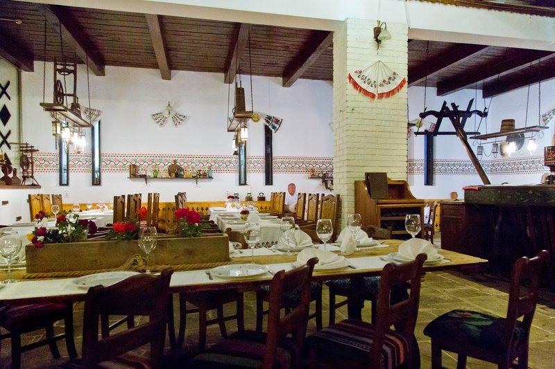 large_Hanu_Ancutei_Restaurant_1.jpg