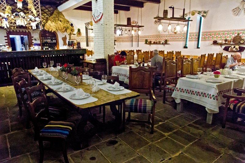 large_Hanu_Ancutei_Restaurant_2.jpg