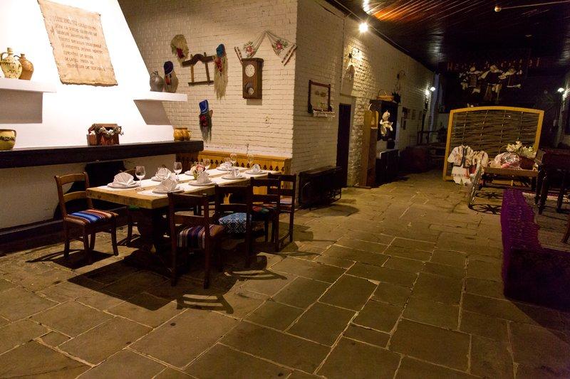 large_Hanu_Ancutei_Restaurant_3.jpg
