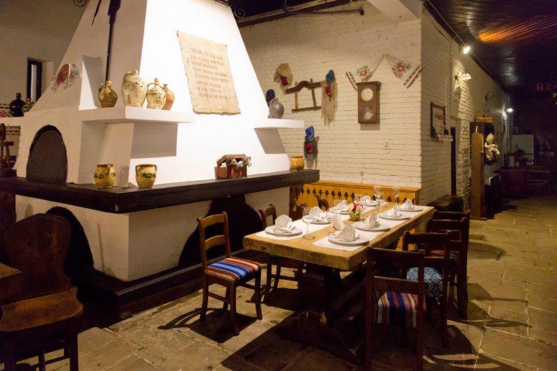 large_Hanu_Ancutei_Restaurant_5.jpg